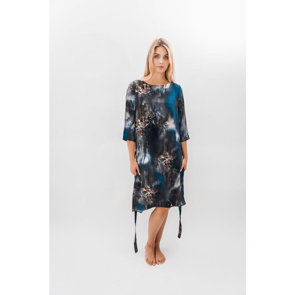 Krátké šaty s páskem a vreckami s potiskem ESPIRITI