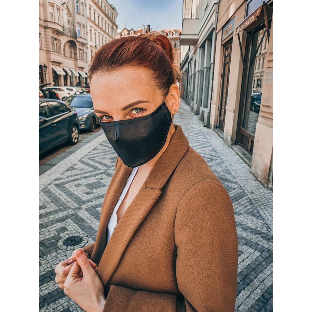 Designérská, hedvábná maska - černá